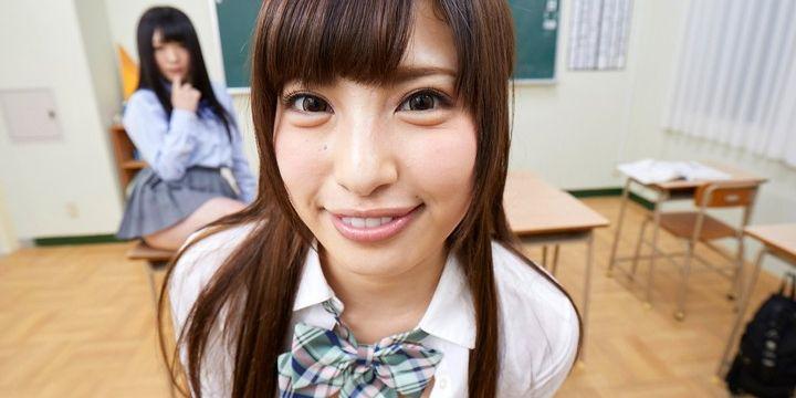学校で微笑む瑞希