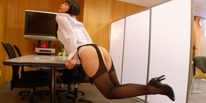 オフィスで角オナニー