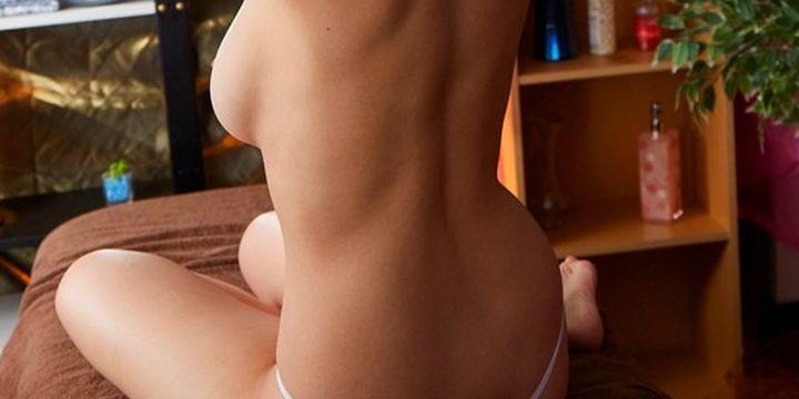 背中と巨乳